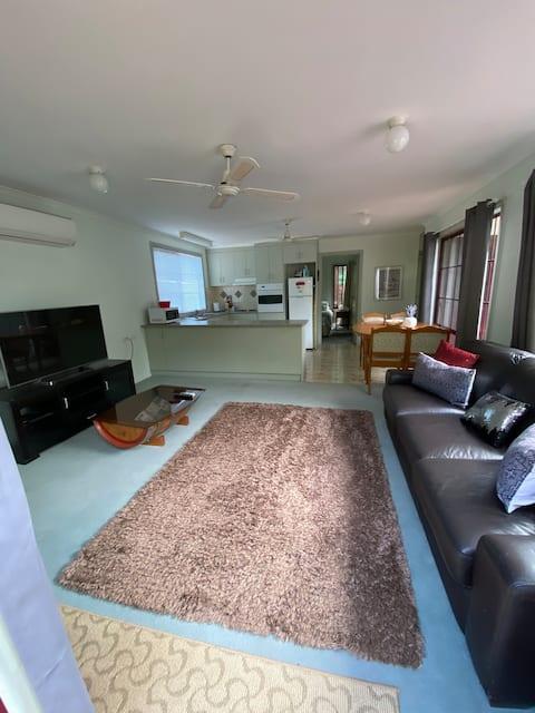 granny flat stay in Deniliquin nsw