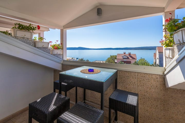 Apartment in Selce for 2 with sea views (nr.5)