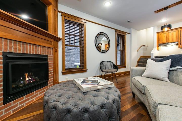 Drake House- The Loft (Private Hot Tub)