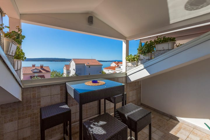 Flat with gallery & sea view for 2 people (6)