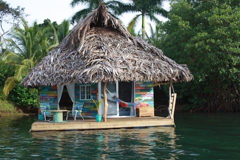 Floating lodge El Toucan Loco
