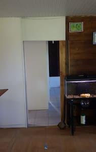 Porte coulissante 83 cm vers zone des chambres