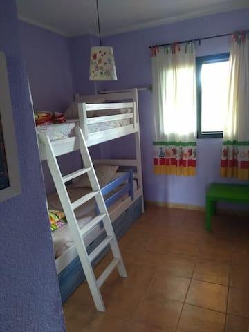 Dormitorio 2, literas y cama extraible