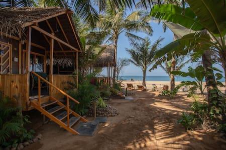 Goa Cottages Agonda - Seaview Cottage with AC