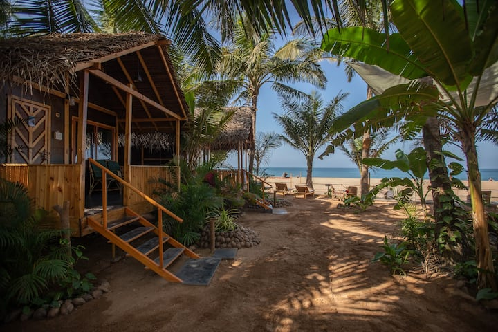 Goa Cottages Agonda - Seaview Cottage with AC
