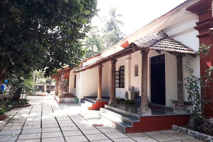 4BHK Majestic Colonial Home 10 mints walk to Beach