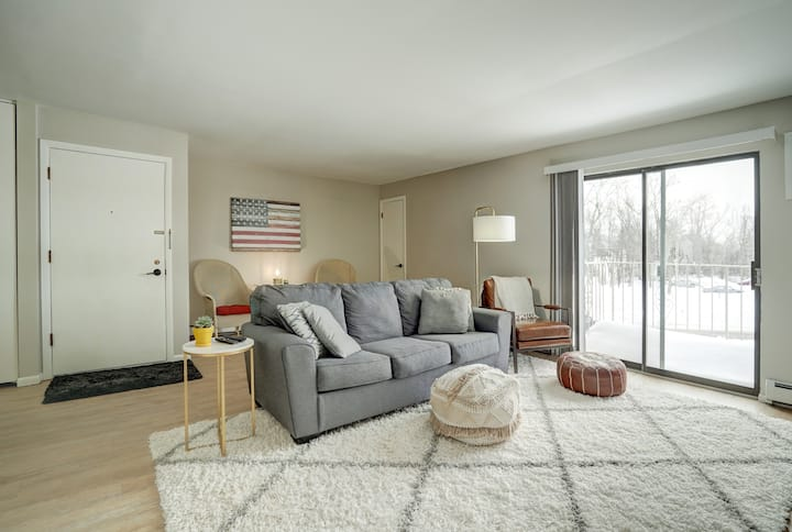 Beautifully remodeled 2 bedroom, 1 bath apartment.
