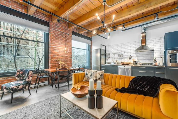 Historic Mid Century Loft Oasis in Prime Gastown