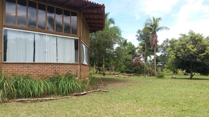 Casa circular na natureza a 1 km da praia.