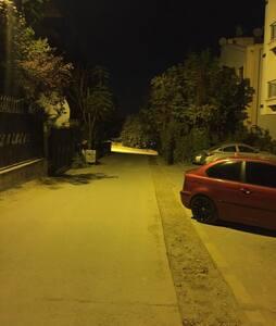 Sokak ışıklandırması var