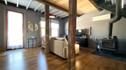 Cozy City Cabin with wood burning stove off Locke