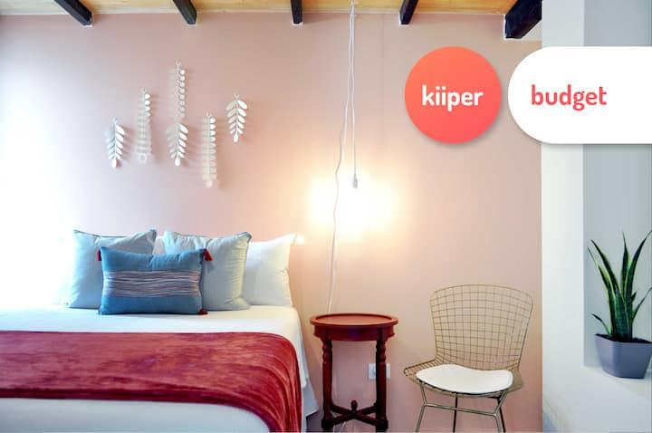 kiiper budget | Bright Loft in Downtown | 2 PPL