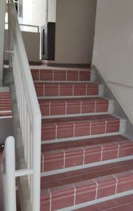 Escalera de ingreso al apartamento