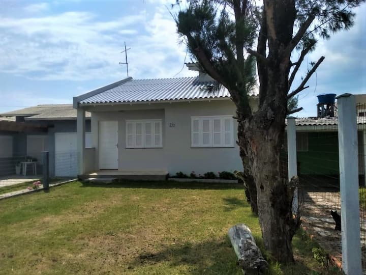 Casa espaçosa em Tramandaí Sul a 250m da Praia