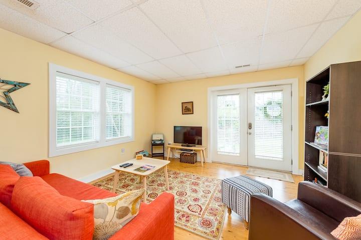 Cozy, Clean, Private West Asheville Apartment