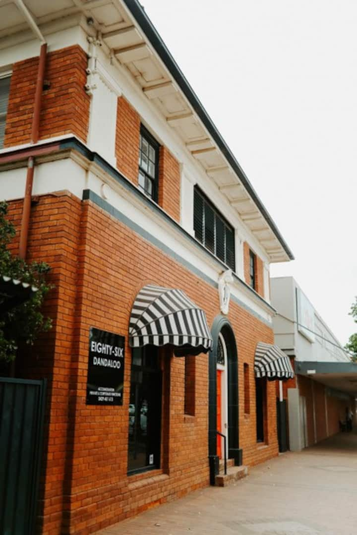 86  Dandaloo St, Luxury stay & entertaining venue