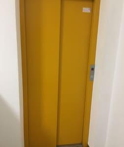 Einen Aufzug