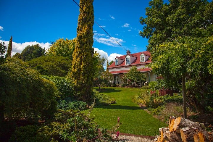 Heritage Listed Property (c. 1874)/ lovely gardens