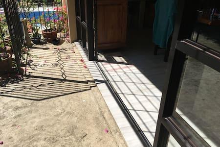 Широк влез за гости