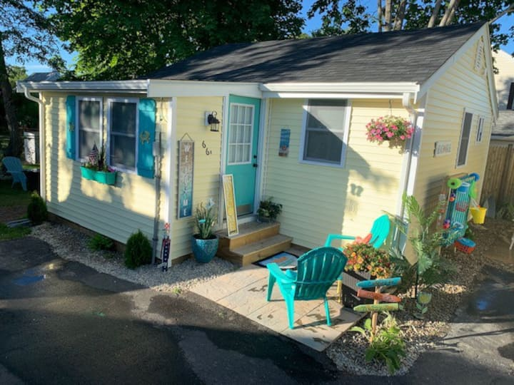 NEW Rustic Retreat Cottages-Steps to Swifts Beach