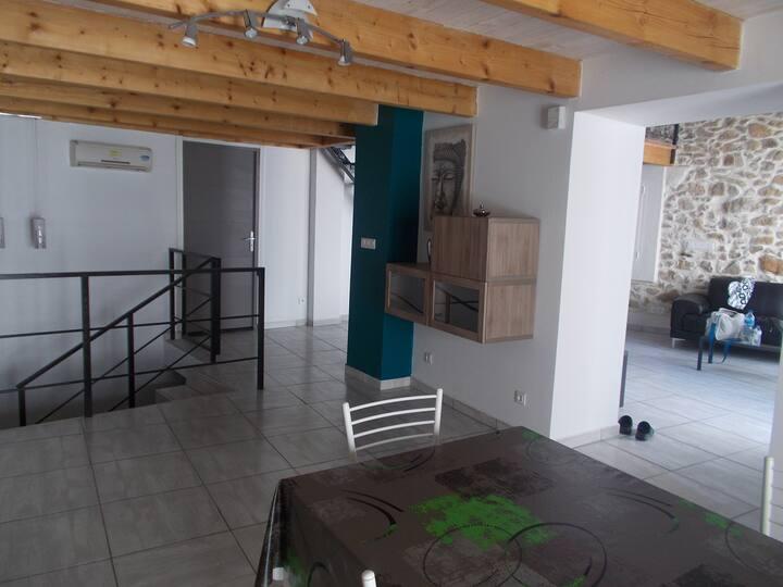 Gîte WIFI, Clim, patio, Garage 16km Narbonne