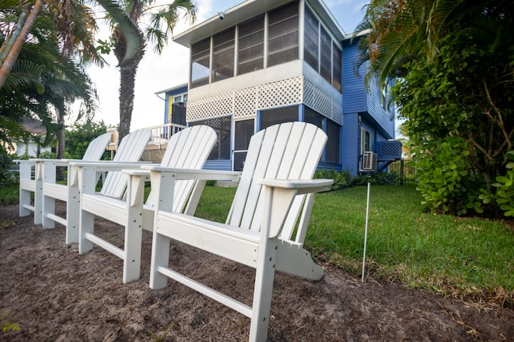 Flamingo's Oasis Waterfront  home minutes to beach