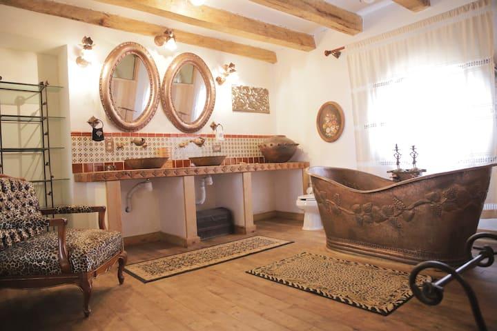 Habitación colonial en Hacienda la Cruz, S