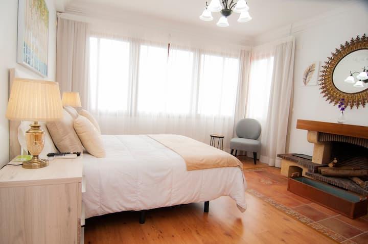 Habitación con vistas y baño privado, en Finca