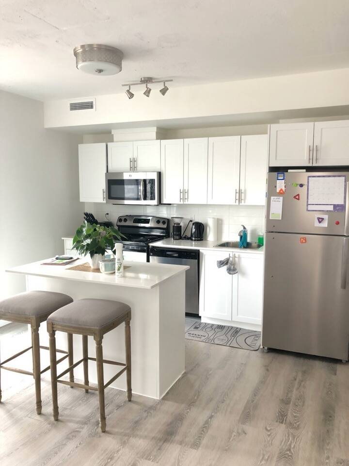 2 Bed / 2 Bath Apartment Furnished