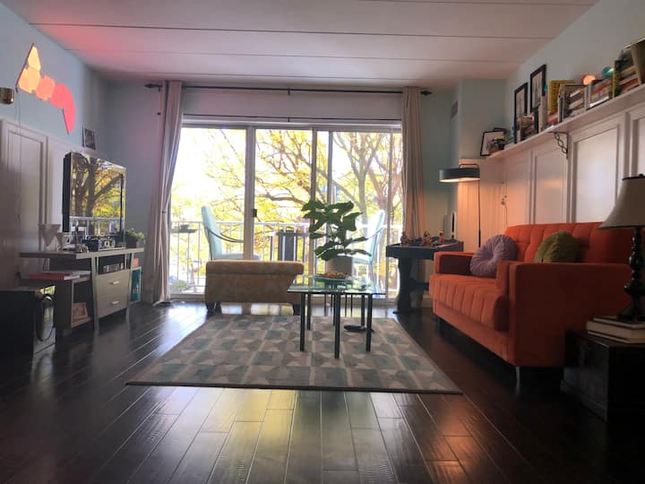 Idyllic spot with 2BD, 2BR condo & 1 garage spot
