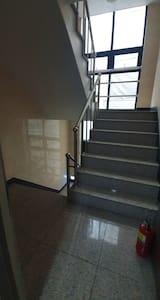 계단입니다 엘리베이터이용하세요