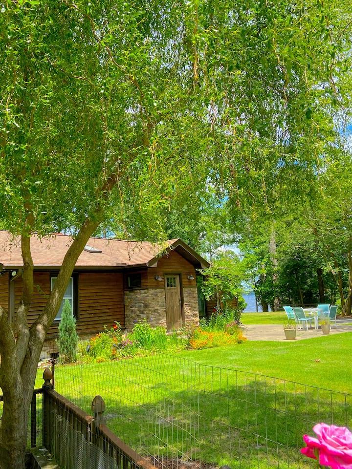 Quaint 40's Cottage