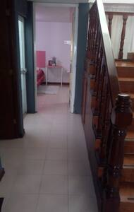 שביל ללא מדרגות לכניסה החיצונית