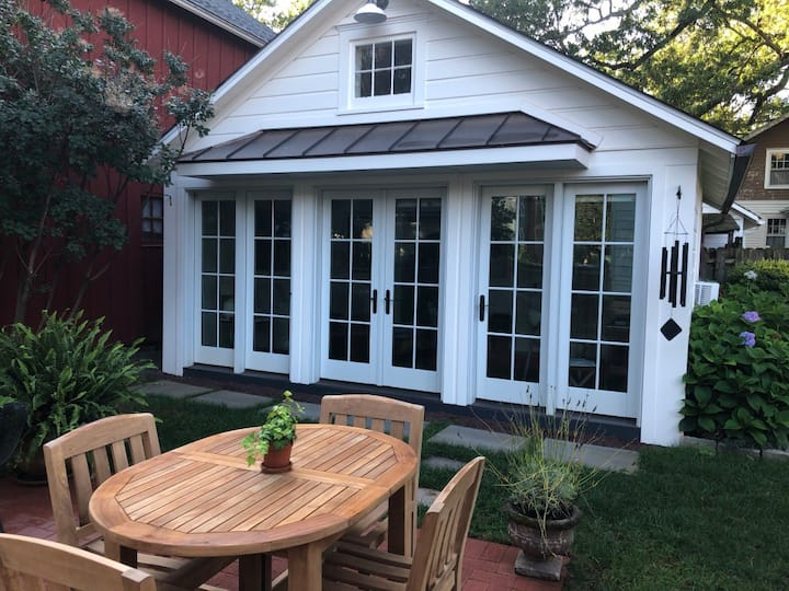 The charming and quiet Hopewell Boro Guest Cottage