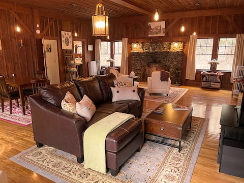 ⭐ Historic Lodge...Minutes To Lake Sunapee! ⭐ 🛥️