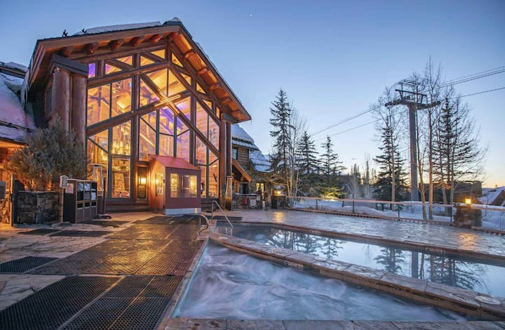The Alpine Escape: Ski, Soak, Sip