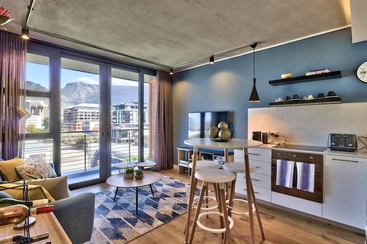Table Mountain Show-Stopper in De Waterkant