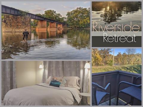 Riverside Retreat-studio w/ river view balcony