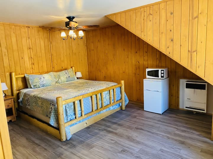 Cabin 17 Single  room King bed with fire place