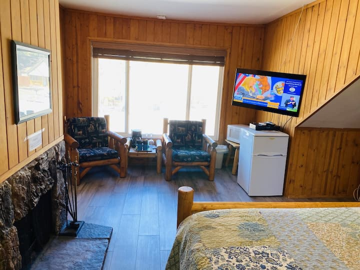 Cabin 18 Single motel room with King size bed