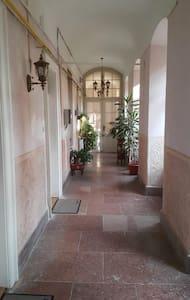 Platūs koridoriai