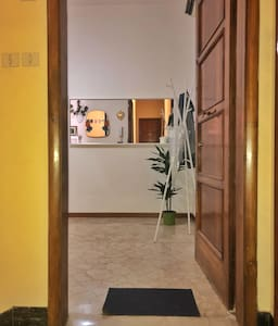 Zona di ingresso all'appartamento priva di ostacoli che ne facilita l'accesso.