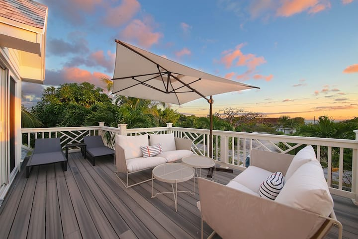 ❉Stylish & Chic 2BR Hilltop Villa w/Harbour Views❉