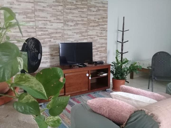 Sobrado, condomínio, da família Pereira: PAZ E BEM