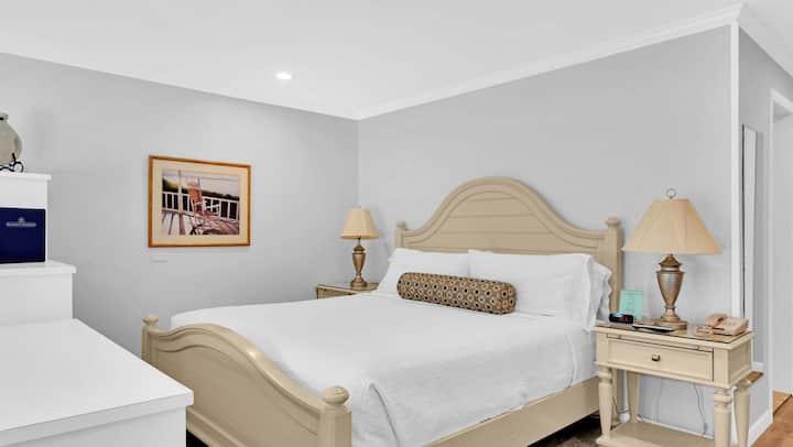 East Hampton Hotel Resort, Deluxe Studio - Kitchen