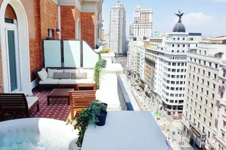 Luxury Penthouse at Gran Vía, Spa Jacuzzi & Views.