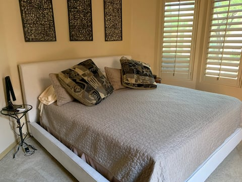 Carefree Superhost, Private Casita with King bed