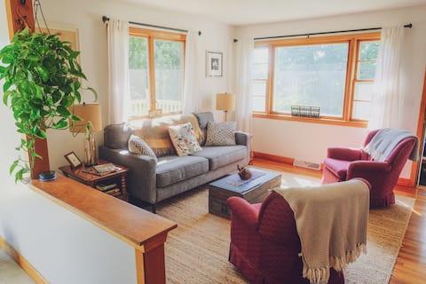 Robin's Nest: Charming & Cozy Home in Hardwick, VT