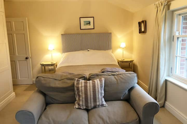 Private king en-suite room in bed and breakfast