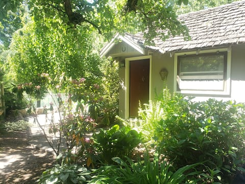 Quiet Artist Cottage
